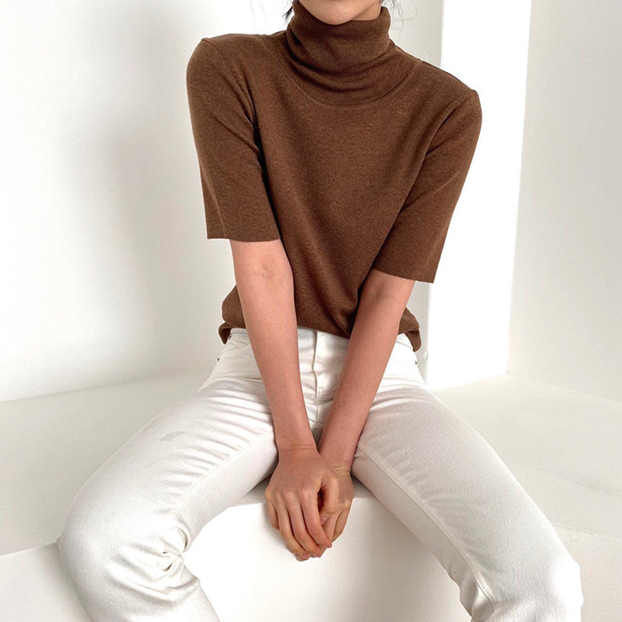 Short-Sleeved Turtle-Neck Knit
