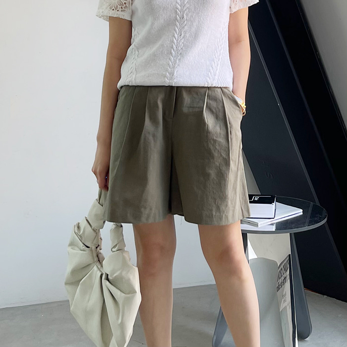 Linen-Blend Pleated Shorts